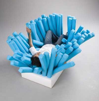 歯ブラシの形をしたソファ